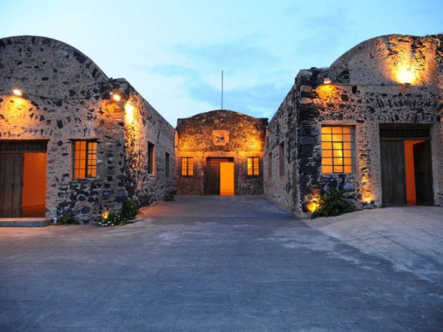 A Historical And Cultural Hotbed At Santorini Arts Factory