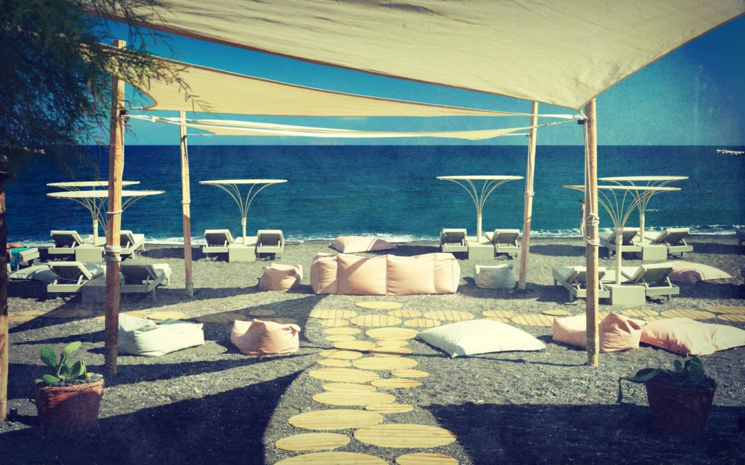 Beaches in Santorini | Exo Gialos Beach | Yalos Beach Bar