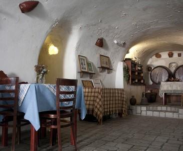Eating in Akrotiri Santorini | Beach Restaurant Santorini | Cave of Nikolas