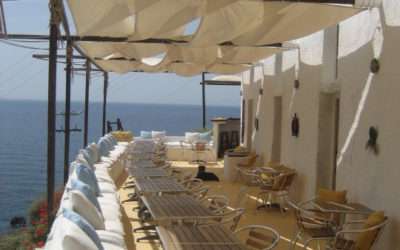 Beach Bar in Oia | Beach Bar Santorini | Katharos Lounge Oia